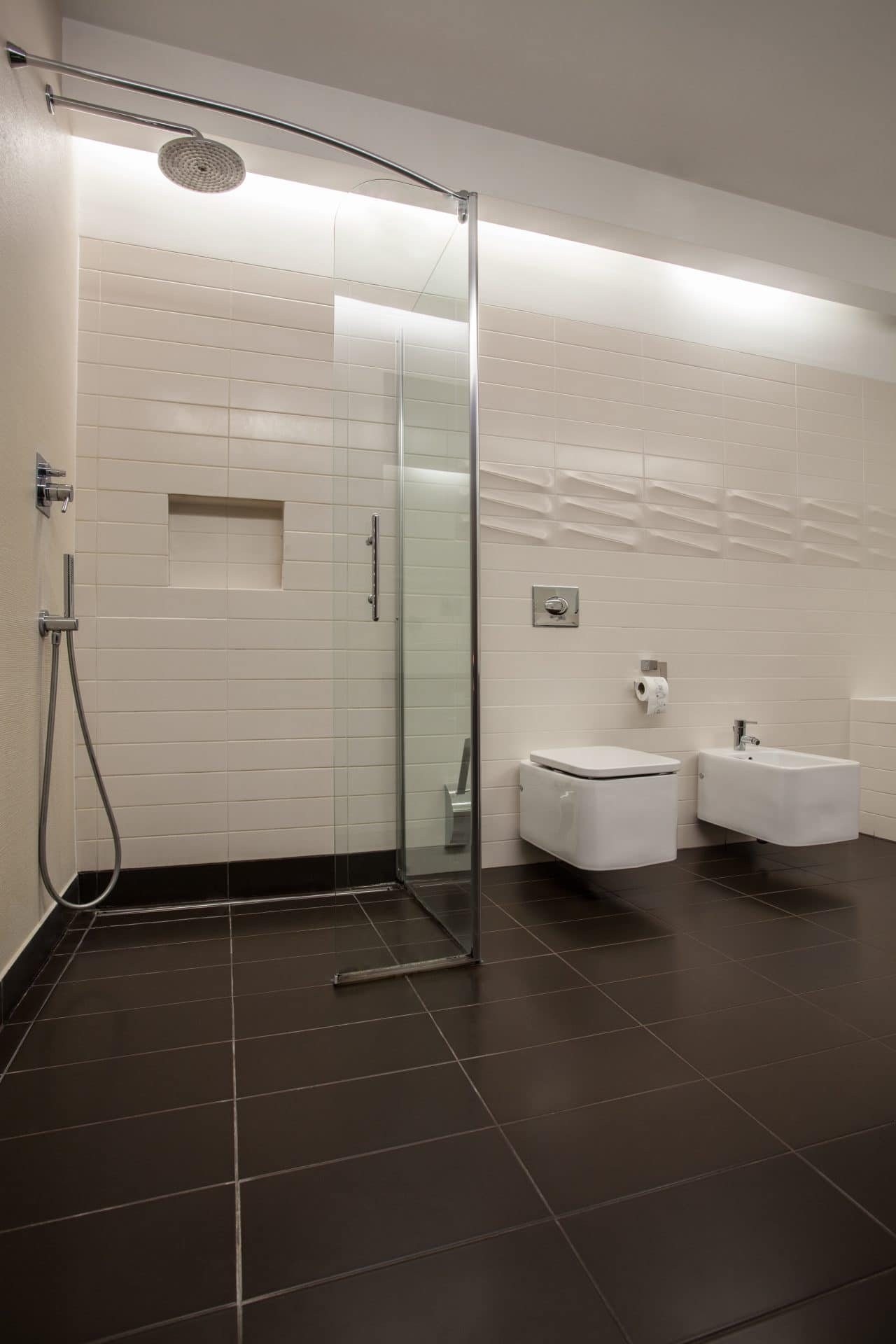 fourniture et pose paroi de douche sur mesure vitrerie. Black Bedroom Furniture Sets. Home Design Ideas
